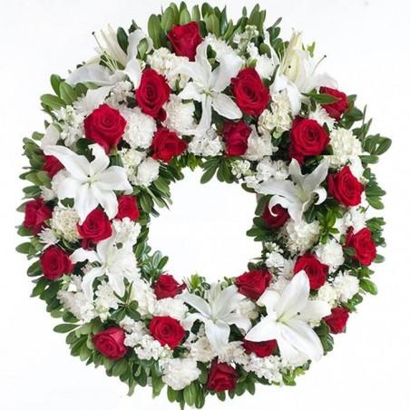 Corona de flores Rosas rojas y azucenas.