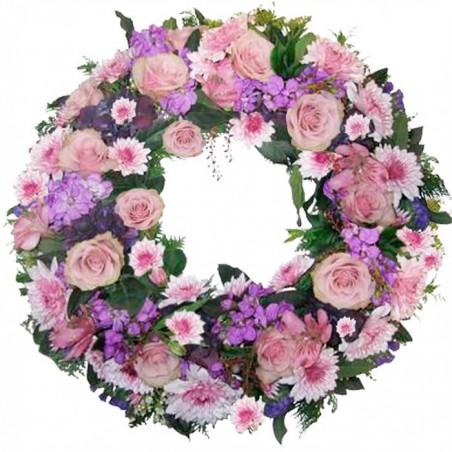 Corona de flores y esmeraldas