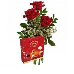 Trio de rosas rojas y bombones.