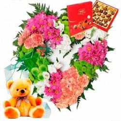Corazón de flores Peluche y bombones.