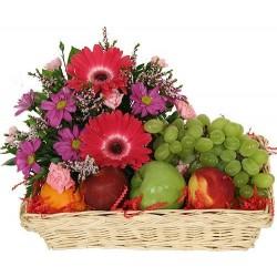 Cestas de fruta y flores