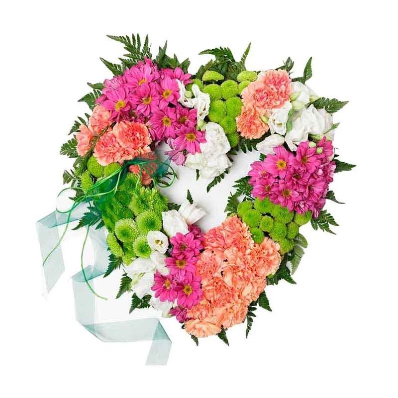 Centro corazón de flores.